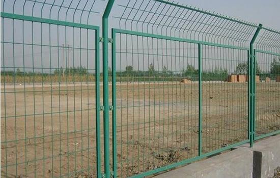 钢丝网围栏