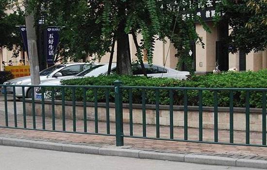 道路中間護欄