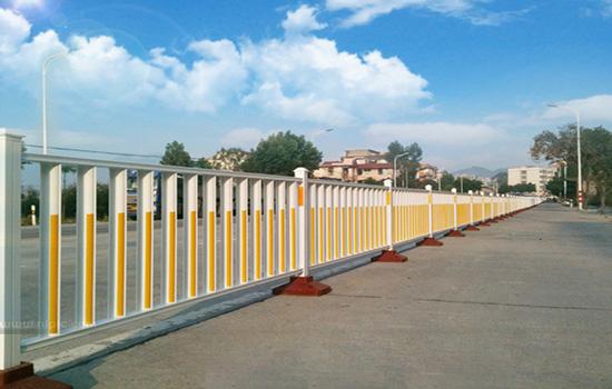 交通隔離欄