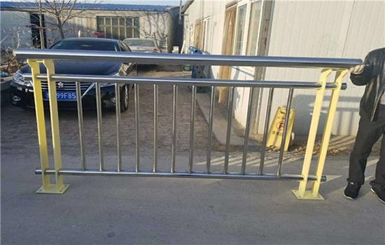 公路防护栏杆
