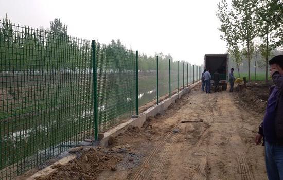 铁丝网围栏立柱